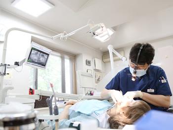 むし歯治療の方、歯のクリーニングを受ける方…色々な方がいらっしゃいます。心配事がありましたらお気軽におっしゃってください。